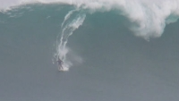 mj-390_294_waterskiing-the-waves-at-maui-s-jaws