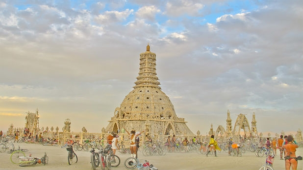 mj-618_348_10-reasons-to-go-to-burning-man-for-the-art
