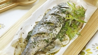mj-618_348_60-minute-supper-baked-sea-bass-and-tomato-salad