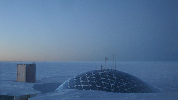 mj-618_348_a-mysterious-death-at-the-south-pole
