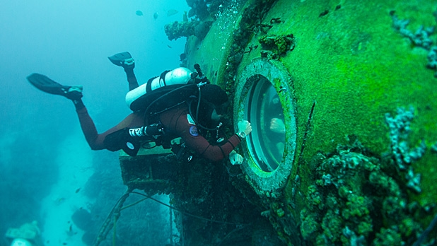 mj-618_348_a-visit-with-fabien-cousteau-65-feet-under-the-sea