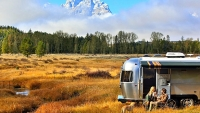 mj-618_348_airstream-shows-why-rvs-and-national-parks-have-always-made-great-bed-fellows