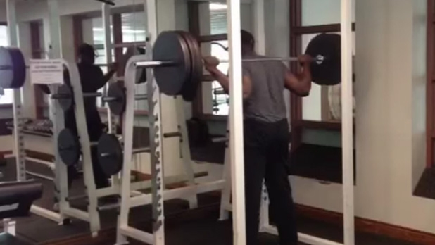 mj-618_348_barbell-squats-the-best-leg-exercises-you-can-do