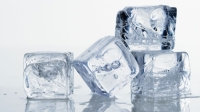 mj-618_348_bars-charge-for-artisanal-ice-this-year-in-alcohol-2014