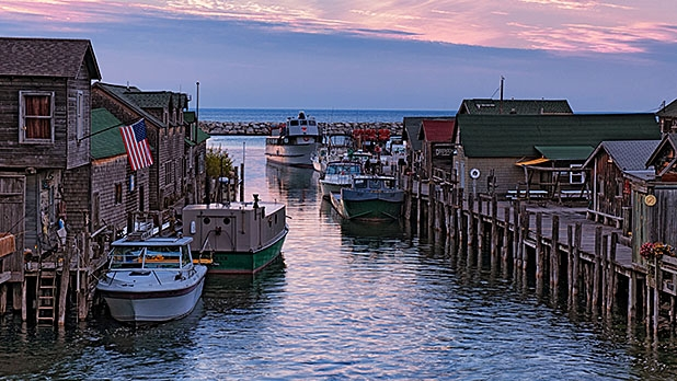 mj-618_348_beachfront-cottage-suttons-bay-michigan-best-beach-houses-to-rent
