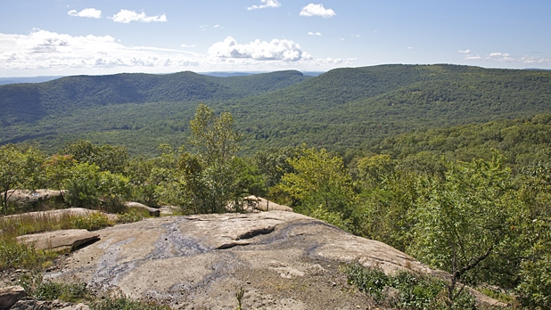 mj-618_348_bear-mountain-ny-ten-best-day-hikes-in-and-near-major-u-s-cities