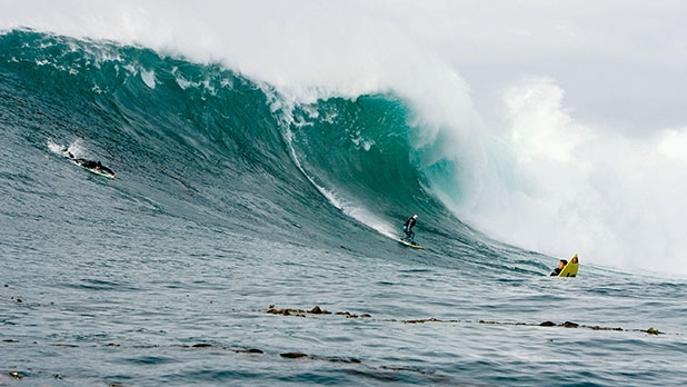 65bb79ab29 Beneath the Waves  A Deadly Surf Day at Ghost Tree - Men s Journal