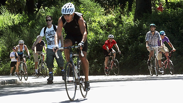 mj-618_348_bono-proves-why-you-shouldnt-bike-in-central-park