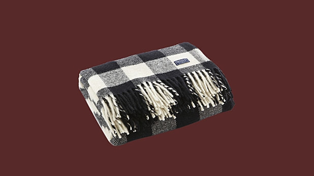 mj-618_348_buffalo-check-wool-throw-14-things-she-wants-for-valentines-day