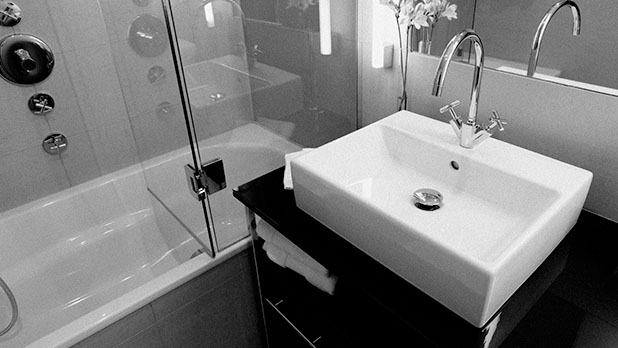 mj-618_348_clean-the-faucets-staying-germ-free-at-hotels