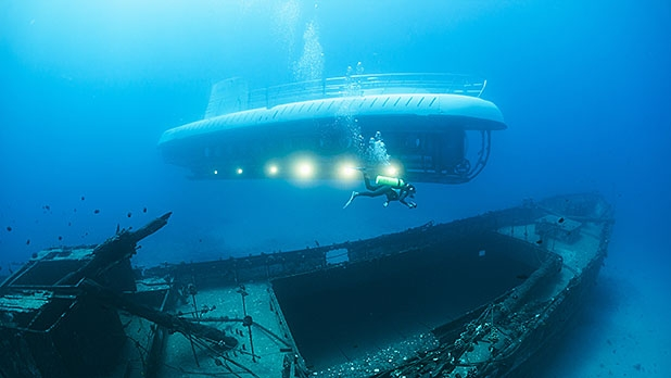 mj-618_348_deep-sea-tourism-the-race-to-the-bottom-of-the-ocean