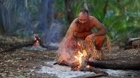 mj-618_348_ed-stafford-marooned-pits-the-explorer-against-the-elements