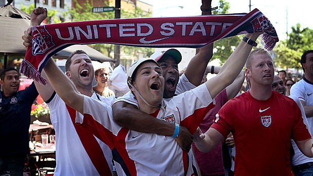 mj-618_348_fifty-50-bar-chicago-americas-best-world-cup-bars