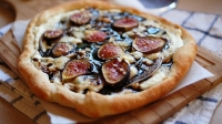 mj-618_348_fig-and-stilton-dessert-pizza-five-great-grilled-pizza-recipes