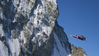 mj-618_348_first-clip-from-everests-wingsuit-attempt