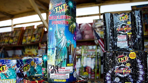 mj-618_348_fountains-kinds-of-fireworks