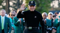 Gary Player greets the patrons on the first tee during the first round of the 2015 Masters Tournament at Augusta National Golf Club on April 9, 2015 in Augusta, Georgia.