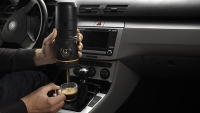 mj-618_348_handpresso-auto-proves-espresso-made-in-your-car-can-be-satisfying