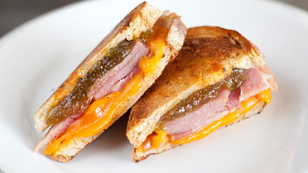 mj-618_348_hickory-smoked-ham-smoked-cheddar-jalapeno-peach-jelly-jalapeno-cheddar-loaf-elevating-4-classic-meat-cheese-sandwiches