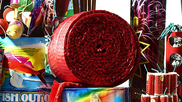mj-618_348_how-to-blow-100-on-fireworks-firecracker-1