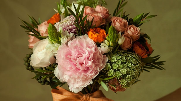 How to Buy Flowers - The Best Way to Buy Flowers - Men's Journal