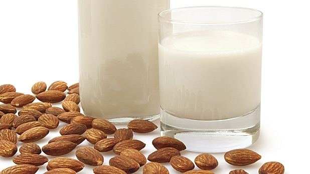 mj-618_348_how-to-make-your-own-almond-milk