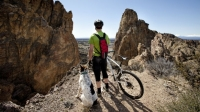mj-618_348_how-to-mountain-bike-with-your-dog