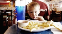 mj-618_348_introduce-your-kid-to-the-dangers-of-processed-food-how-to-raise-a-kid-with-no-allergies