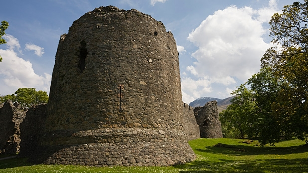 mj-618_348_inverlochy-castle-castles-you-can-stay-in