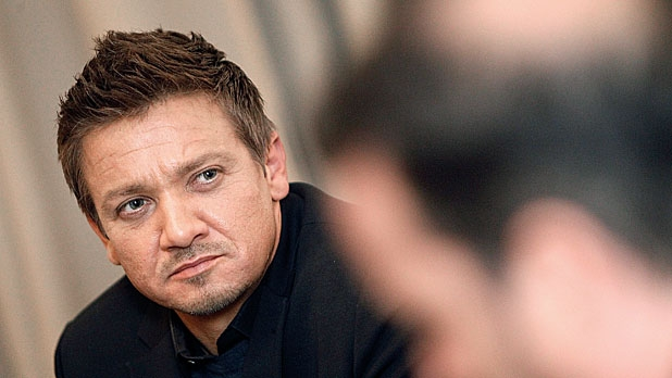mj-618_348_jeremy-renner-s-calling-the-shots-now