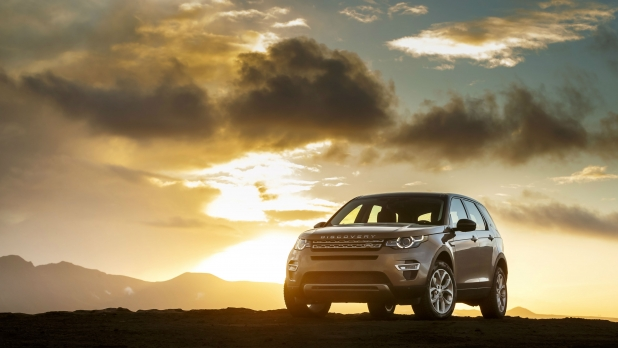 mj-618_348_land-rover-discovery-sport-10-best-adventure-vehicles