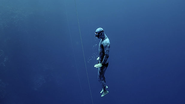 mj-618_348_learning-to-freedive-going-deep-with-james-nestor