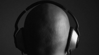 mj-618_348_listening-to-loud-music-10-common-bad-habits-and-how-to-break-them