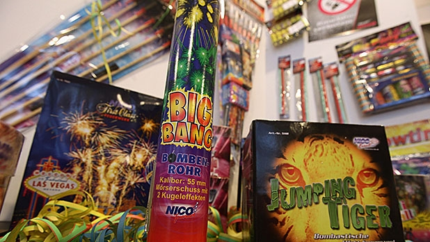 mj-618_348_novelties-kinds-of-fireworks