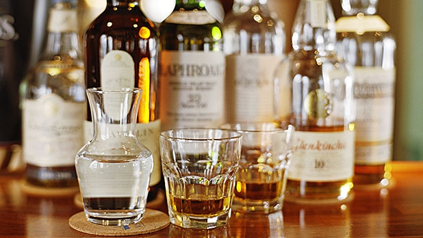 why whisky pros add water to their glasses
