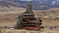mj-618_348_smith-mansion-wapiti-valley-wy-10-weirdest-historical-mansions-you-can-visit