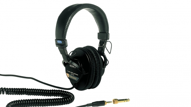 mj-618_348_sony-mdr7506-professional-large-diaphragm-headphone-headphones-under-100