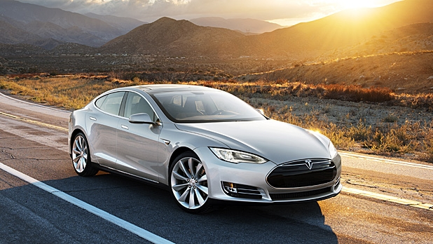 mj-618_348_tesla-brings-all-wheel-drive-and-soon-self-driving-abilities-to-the-model-s