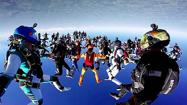 mj-618_348_the-164-person-skydive-over-chicago-most-adventurous-videos-of-2015