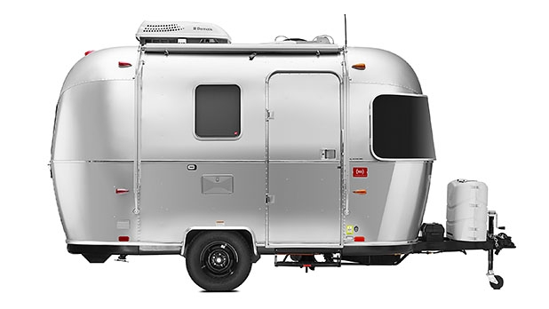 mj-618_348_the-airstream-travel-trailer-customized-by-sir-jonathan-ive-and-marc-newson