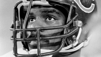 mj-618_348_the-ferocious-life-and-tragic-death-of-a-super-bowl-star