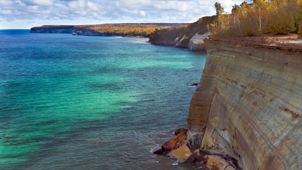mj-618_348_the-lakeshore-trail-pictured-rocks-national-lakeshore-michigan-42-4-miles-50-greatest-hikes