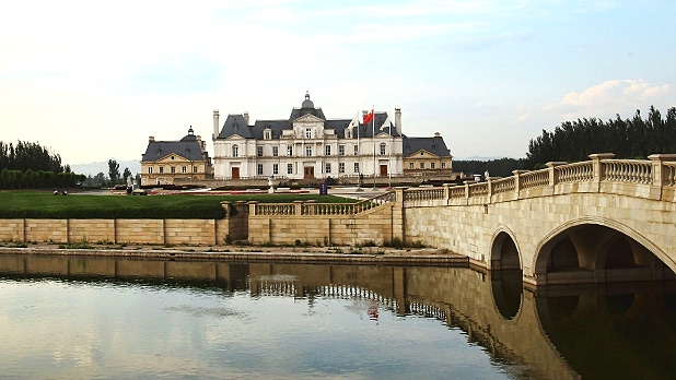 mj-618_348_the-other-chateu-laffitte-castles-you-can-stay-in