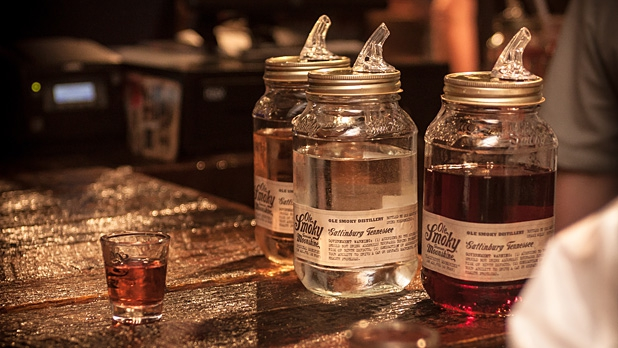 mj-618_348_the-tennessee-moonshine-immersion