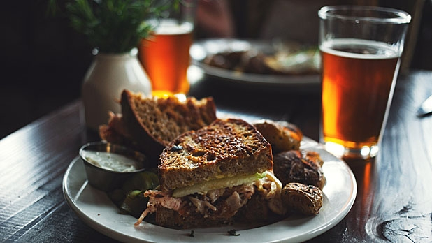 mj-618_348_the-unfussy-guide-to-pairing-food-and-beer