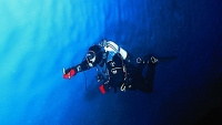 mj-618_348_topside-with-one-of-the-world-s-most-active-divers