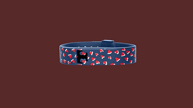mj-618_348_tory-burch-for-fitbit-silicone-printed-bracelet-14-things-she-wants-for-valentines-day
