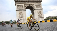Vincenzo Nibali and the Astana team pass the Arc de Triomphe on last stage of the 2014 Tour de France.