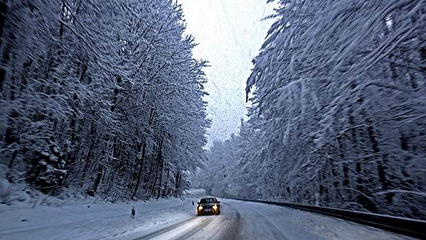 mj-618_348_what-to-keep-in-your-car-this-winter