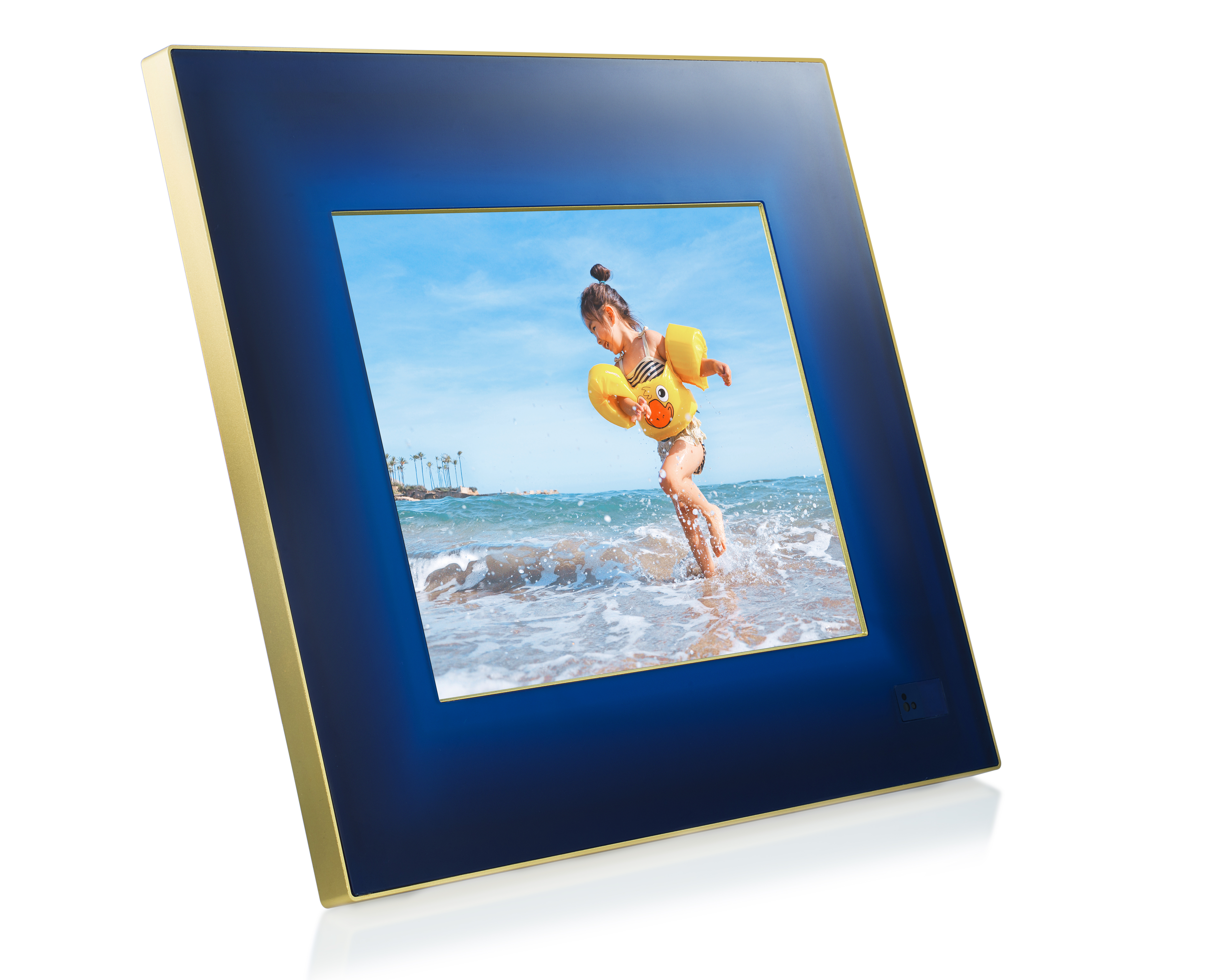 Holiday gift guide for tech style running adventure and beyond aura photo frame solutioingenieria Images
